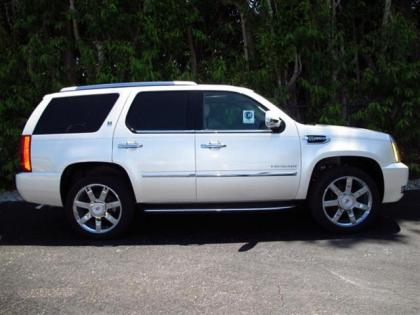 2013 CADILLAC ESCALADE HYBRID BASE - WHITE ON BEIGE 3