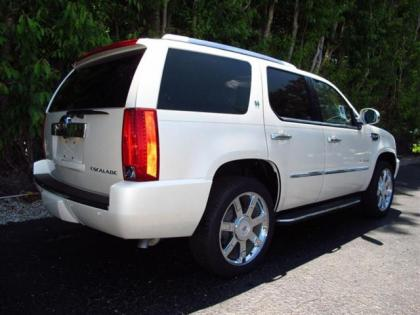 2013 CADILLAC ESCALADE HYBRID BASE - WHITE ON BEIGE 4