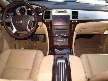 2013 CADILLAC ESCALADE HYBRID BASE - WHITE ON BEIGE 6