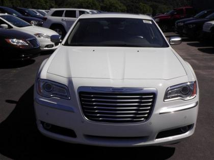 2013 CHRYSLER 300 C LUXURY - WHITE ON BEIGE