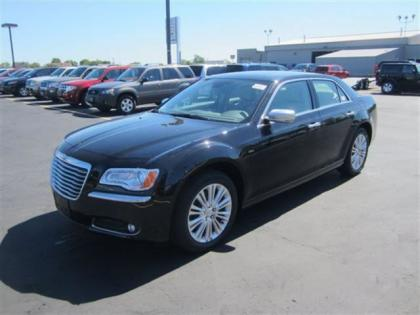 2013 CHRYSLER 300 C LUXURY - BLACK ON BEIGE