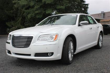 2013 CHRYSLER 300 C BASE - WHITE ON IVORY
