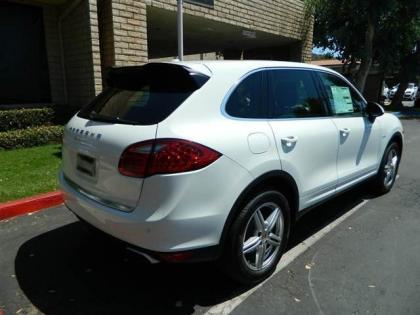 2013 PORSCHE CAYENNE DIESEL - WHITE ON BLACK 4