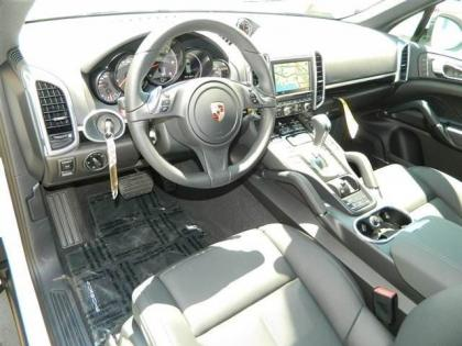 2013 PORSCHE CAYENNE DIESEL - WHITE ON BLACK 5