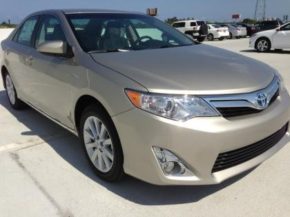 2013 TOYOTA CAMRY HYBRID XLE - GOLD ON BEIGE