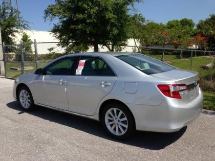 2013 TOYOTA CAMRY HYBRID XLE - SILVER ON GRAY 2