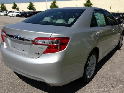 2013 TOYOTA CAMRY HYBRID XLE - SILVER ON GRAY 8