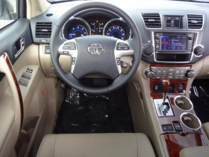 2013 TOYOTA HIGHLANDER HYBRID LIMITED - WHITE ON BEIGE 6