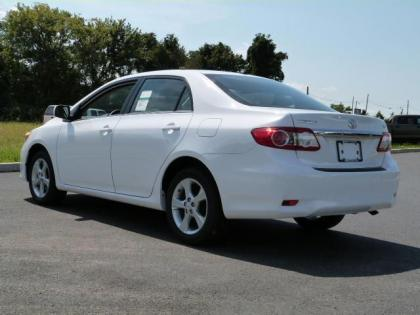 2013 TOYOTA COROLLA LE - WHITE ON GRAY 3