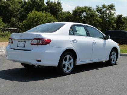 2013 TOYOTA COROLLA LE - WHITE ON GRAY 4