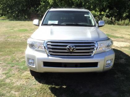 2013 TOYOTA LAND CRUISER V8 - SILVER ON BLACK 2