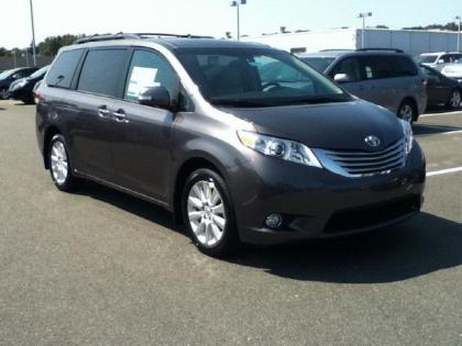 2013 TOYOTA SIENNA LIMITED - GREY ON BEIGE