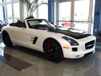 2015 MERCEDES BENZ SLS AMG - WHITE ON BLACK 1