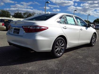 2015 TOYOTA CAMRY XLE - WHITE ON GRAY 3