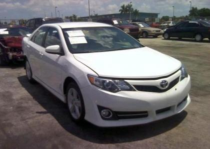 2012 TOYOTA CAMRY XLE - WHITE ON BLACK
