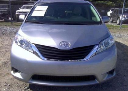 2012 TOYOTA SIENNA LE - SILVER ON GRAY 6