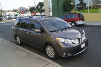 2012 TOYOTA SIENNA LIMITED - GRAY ON GRAY