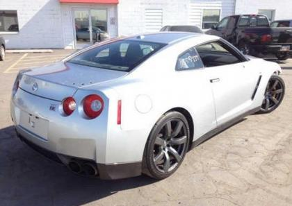 2009 NISSAN GT-R PREMIUM - SILVER ON BLACK 4