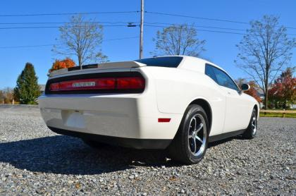 2010 DODGE CHALLENGER SE - WHITE ON BLACK 3