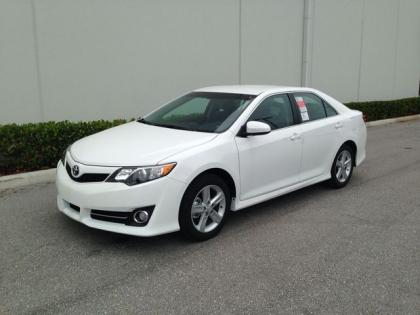 2013 TOYOTA CAMRY SE - WHITE ON BLACK 1