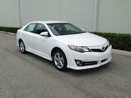 2013 TOYOTA CAMRY SE - WHITE ON BLACK 2