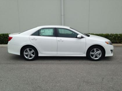 2013 TOYOTA CAMRY SE - WHITE ON BLACK 3