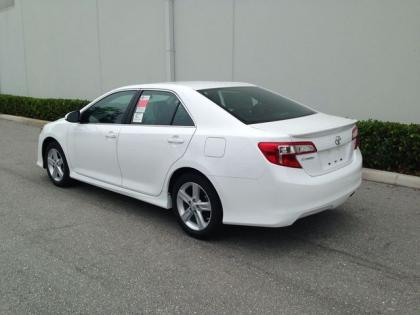 2013 TOYOTA CAMRY SE - WHITE ON BLACK 4