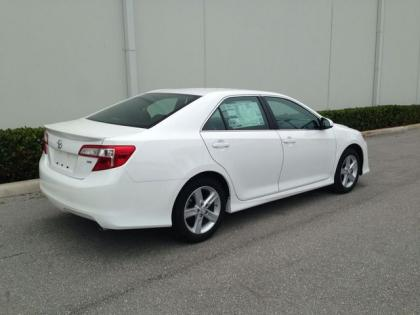 2013 TOYOTA CAMRY SE - WHITE ON BLACK 5