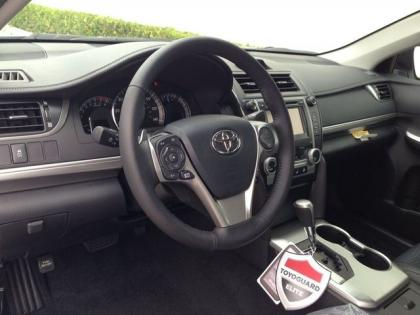 2013 TOYOTA CAMRY SE - WHITE ON BLACK 6