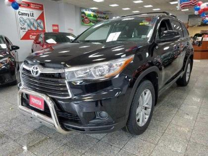 2015 TOYOTA HIGHLANDER LE - BLACK ON BLACK