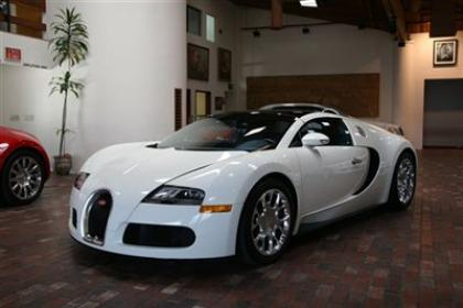 2010 BUGATTI VEYRON 16.4 - WHITE ON BLUE