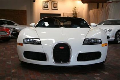 export used 2010 bugatti veyron 16 4 white on blue. Black Bedroom Furniture Sets. Home Design Ideas