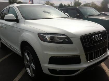 2011 AUDI Q7 S-LINE - WHITE ON BEIGE