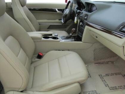 2011 MERCEDES BENZ E350 COUPE - RED ON BEIGE 8