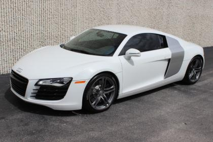 2011 AUDI R8 4.2L - WHITE ON BLACK
