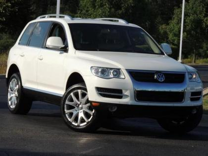 2009 VW TOUAREG V6 - WHITE ON BEIGE