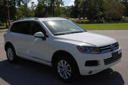 2013 VW TOUAREG BASE - WHITE ON BLACK